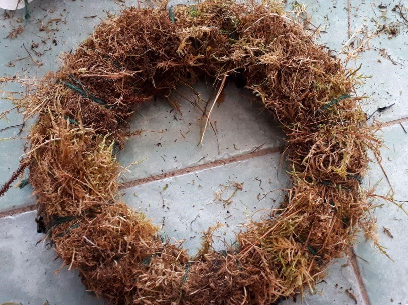 Camomile cornflowers Moss Wreath Workshop sustainable flortistry